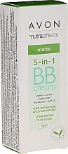 Düfte, Parfümerie und Kosmetik Mattierende 5in1 BB Gesichtscreme mit Weidenblatt und Reisextrakt für gemischte bis fettige Haut SPF 15 - Avon Nutra Effects Matte BB Cream With Willow Leaf And Rice Extract