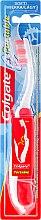 Düfte, Parfümerie und Kosmetik Klappbare Zahnbürste weich rot-weiß - Colgate Portable Travel Soft Toothbrush