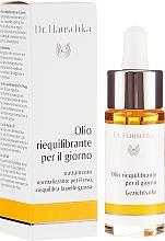 Düfte, Parfümerie und Kosmetik Porenverfeinerndes und ausgleichendes Gesichtsöl für fettige Haut - Dr. Hauschka Clarifying Day Oil